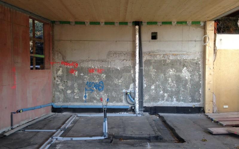 Rohbau mit Installationsleitungen