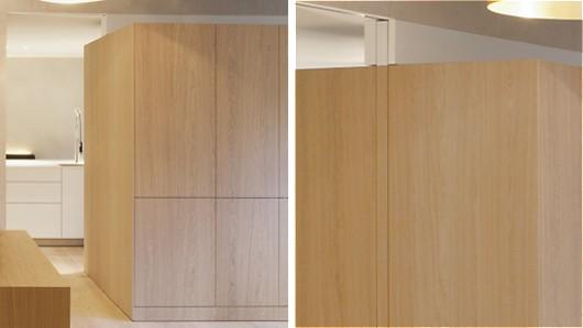 Detail einer Durchgangs-Schiebetür im Möbel integriert