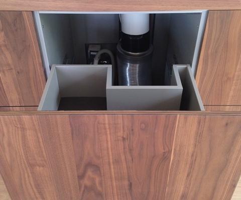 Unterschrank-Schublade mit Aussparung für Abluft-Rohrführung
