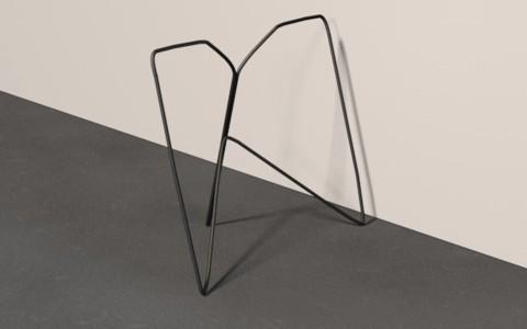 Tischbock der aus einem langen, mehrfach gebogenen 8mm Draht besteht